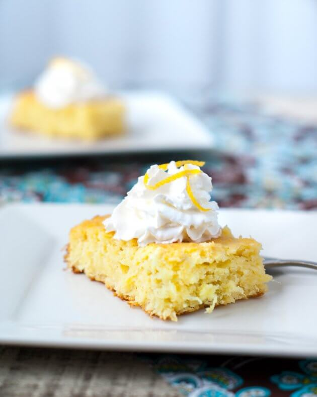 It only takes 5 minutes and 3 ingredients to make this super moist lemon cake. You'll love this light and quick dessert perfect for Spring.