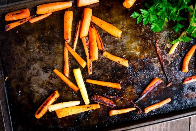 Spring makes me think about Easter. Easter gets me thinking about bunnies and bunnies, well, you can't think about bunnies without carrots. In honor of Spring, Easter, bunnies, and carrots here is my new favorite simple side dish - Honey-ginger roasted carrots.