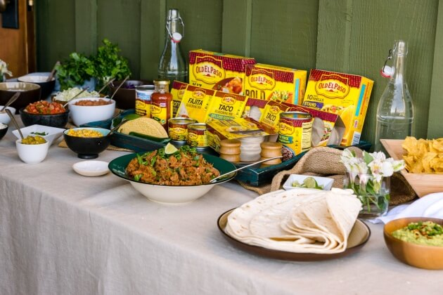 A healthy taco bar is an easy recipe for a weekend party. Use fresh ingredients & simple touches to turn a rustic taco bar into an elegant lunch buffet.