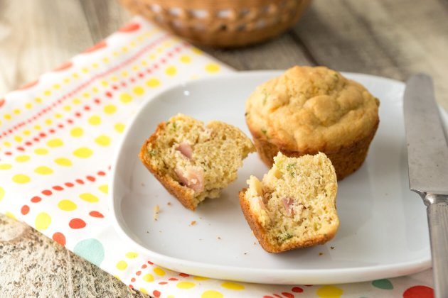 Ham & cheese muffins an easy make-ahead healthy breakfast recipe to make sure to save any busy mom's bacon during the morning rush.